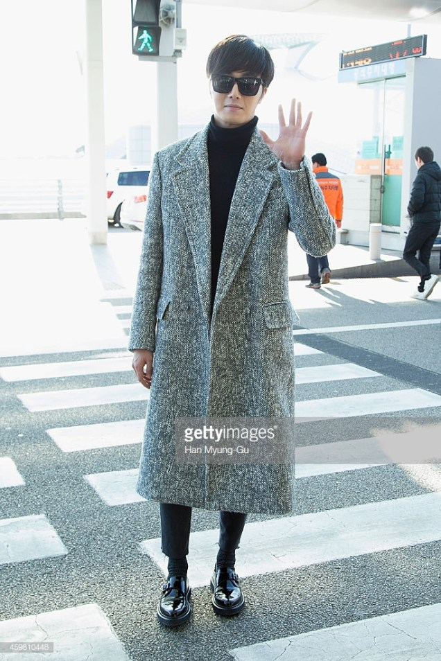 2014 12 2 Jung Il-woo at the airport via Normandy, France. 15