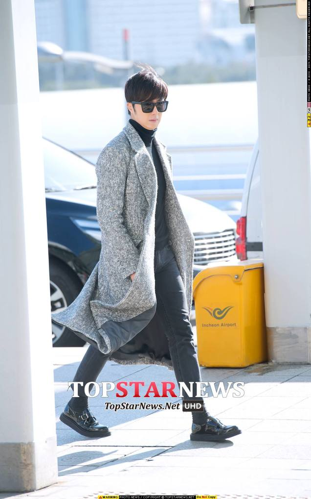2014 12 2 Jung Il-woo at the airport via Normandy, France. 2