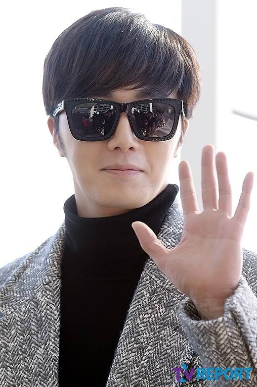 2014 12 2  Jung Il-woo at the airport via Normandy, France. 20.jpg