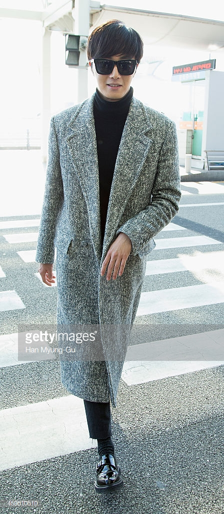 2014 12 2 Jung Il-woo at the airport via Normandy, France. 5