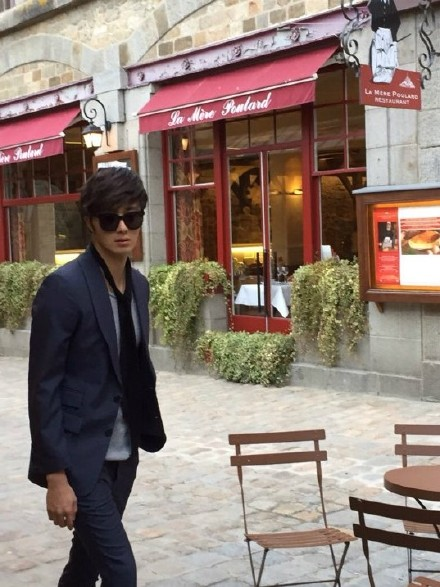 2014 12 Jung Il-woo for InStyle in France at Mont Saint Michel BTS .jpg6