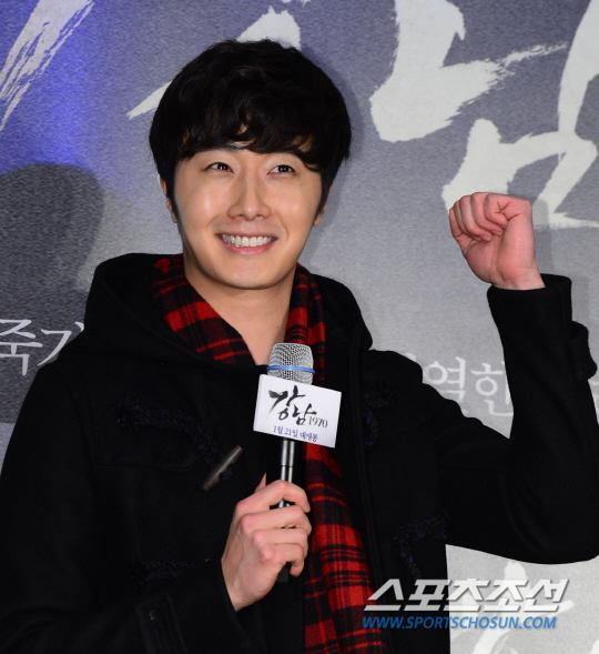 2015 1 20 Jung Il-woo attends VIP Premiere of Gangnam 1970. 10