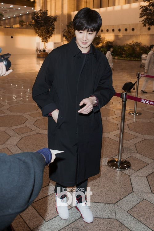 2015 1 31 Jung Il-woo travels to Beijing, China to the Fan Meeting. Airport photos.11