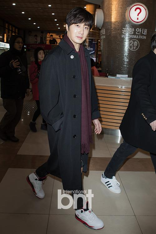 2015 1 31 Jung Il-woo travels to Beijing, China to the Fan Meeting. Airport photos.2