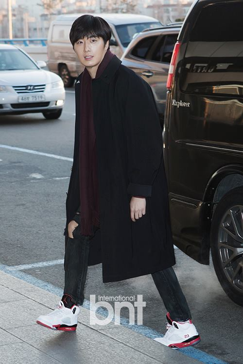 2015 1 31 Jung Il-woo travels to Beijing, China to the Fan Meeting. Airport photos.3