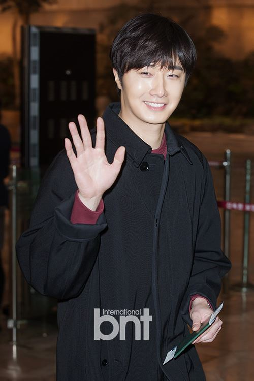2015 1 31 Jung Il-woo travels to Beijing, China to the Fan Meeting. Airport photos.5