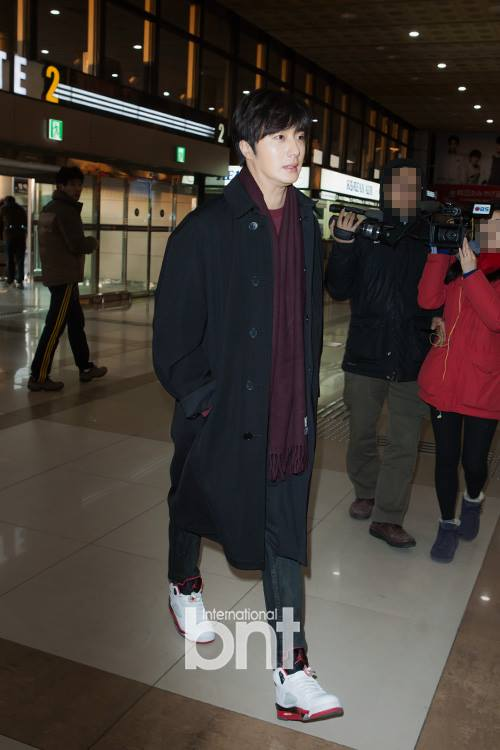 2015 1 31 Jung Il-woo travels to Beijing, China to the Fan Meeting. Airport photos.7