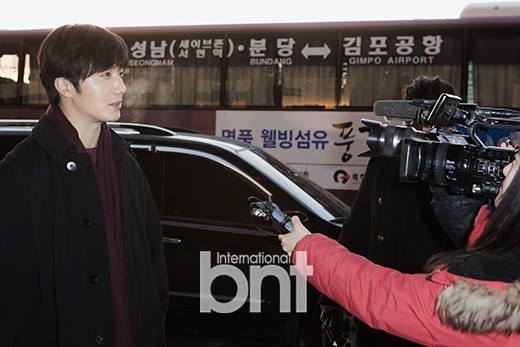 2015 1 31 Jung Il-woo travels to Beijing, China to the Fan Meeting. Airport photos.8