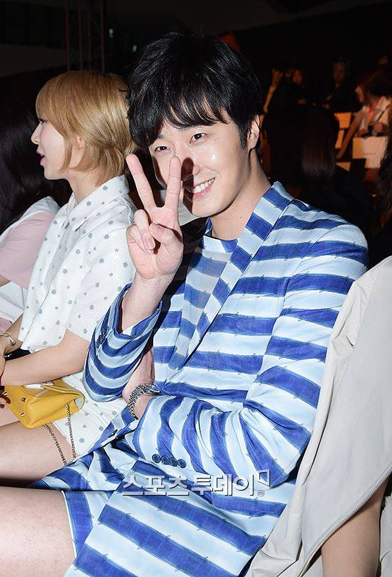 2015 3 21 Jung Il-woo at the Seoul Fashion Week wearing a Hong Hye-jin Design. 21