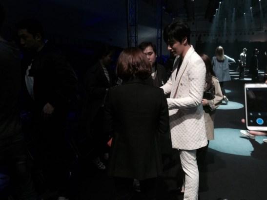 2015 3 21 Jung Il-woo at the Seoul Fashion Week wearing a Kim Sooron Design. 5