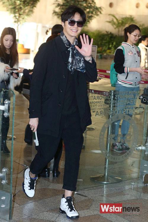 2015 3 Jung Il-woo at the airport in route to Star Chef filming in China 2