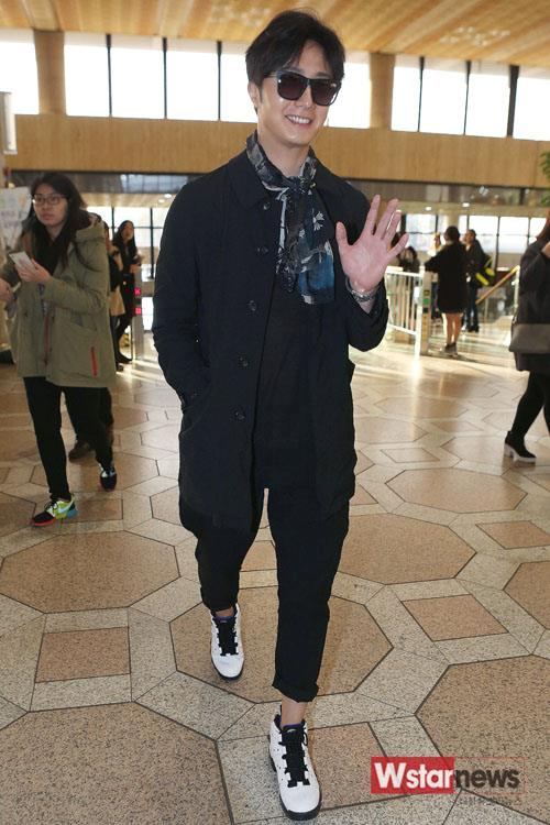 2015 3 Jung Il-woo at the airport in route to Star Chef filming in China 3