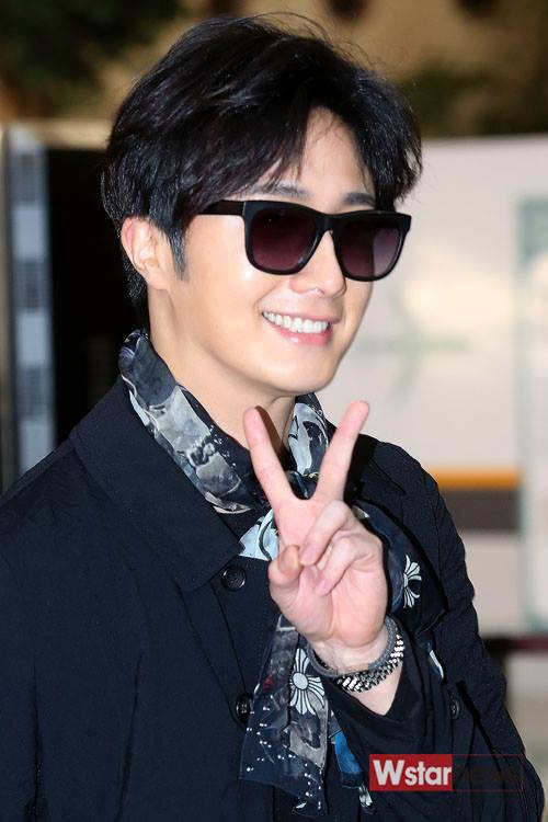 2015 3 Jung Il-woo at the airport in route to Star Chef filming in China 6
