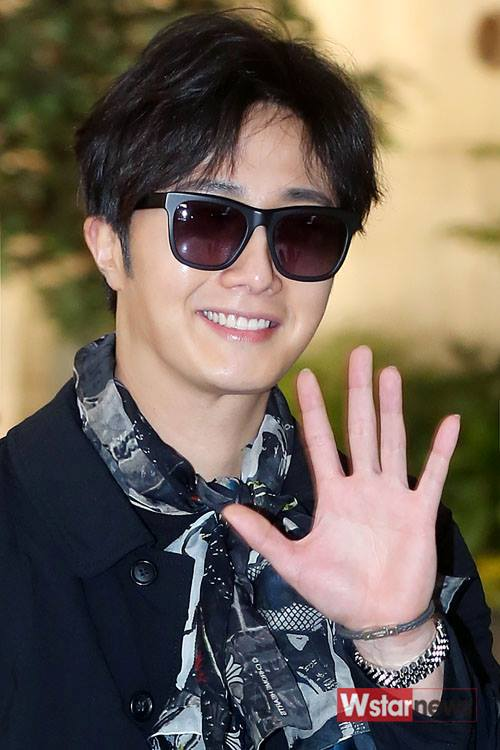 2015 3 Jung Il-woo at the airport in route to Star Chef filming in China 8