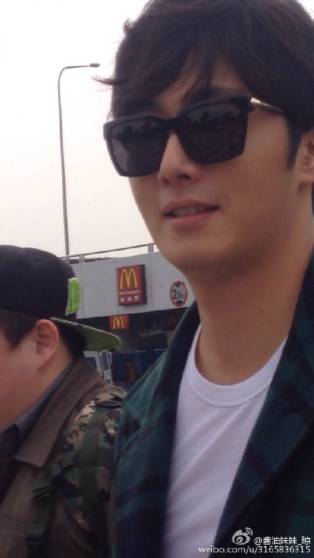 2015 3 Jung Il-woo at the airport in route to Star Chef filming in China B 2