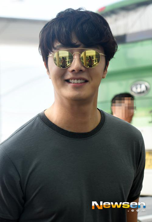 2015 3 Jung Il-woo at the airport in route to Star Chef filming in China C 11