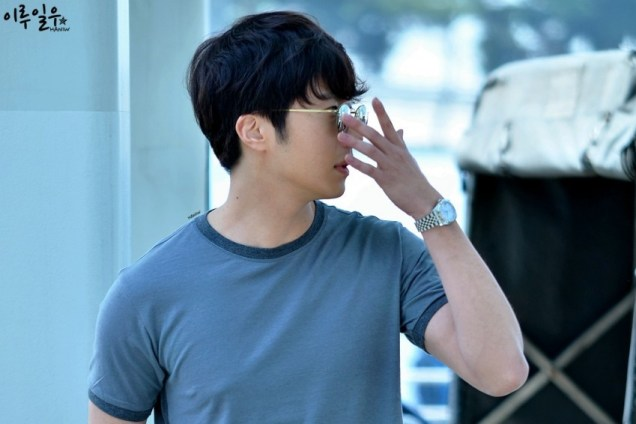 2015 3 Jung Il-woo at the airport in route to Star Chef filming in China C 20