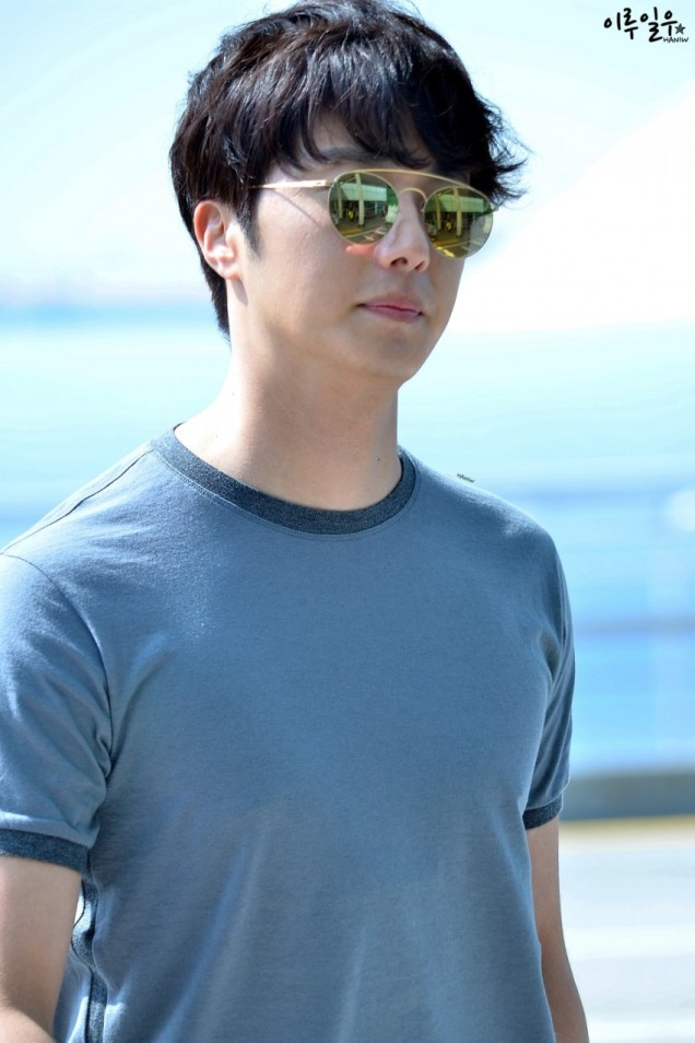 2015 3 Jung Il-woo at the airport in route to Star Chef filming in China C 21