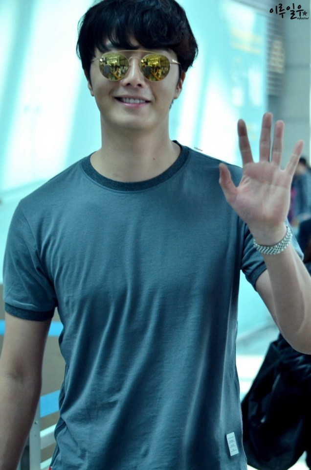2015 3 Jung Il-woo at the airport in route to Star Chef filming in China C 29
