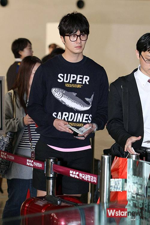 2015 4 25 Jung Il-woo in his Fan Meeting Rainbo-Woo in Tokyo, Japan. Arriving at the airport. 13