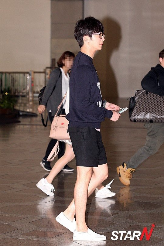 2015 4 25 Jung Il-woo in his Fan Meeting Rainbo-Woo in Tokyo, Japan. Arriving at the airport. 2