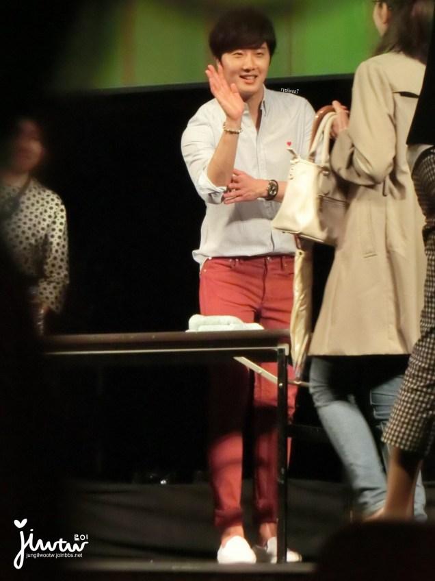 2015 4 25 Jung Il-woo in his Fan Meeting Rainbo-Woo in Tokyo, Japan. Fan Taken. Cr. On them 6