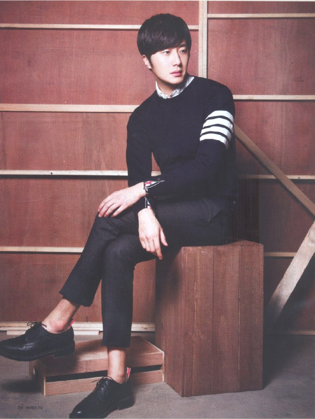 2015 4 Jung Il-woo for Easy Magazine Vol. 703 4