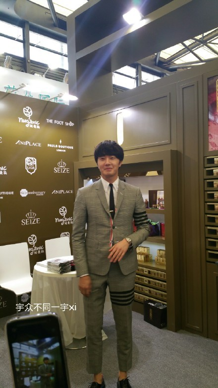 2015 5 19 Jung Il Woo attends the '2015 China Shanghai Cosmetics and Beauty Expo' 13