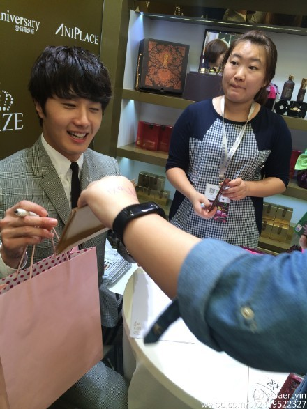 2015 5 19 Jung Il Woo attends the '2015 China Shanghai Cosmetics and Beauty Expo' 27