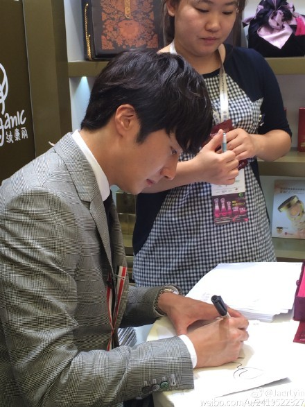 2015 5 19 Jung Il Woo attends the '2015 China Shanghai Cosmetics and Beauty Expo' 33