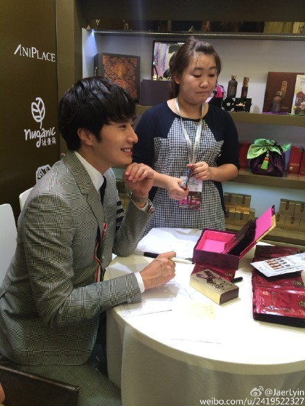 2015 5 19 Jung Il Woo attends the '2015 China Shanghai Cosmetics and Beauty Expo' 34