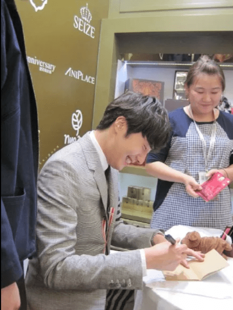 2015 5 19 Jung Il Woo attends the '2015 China Shanghai Cosmetics and Beauty Expo' 59