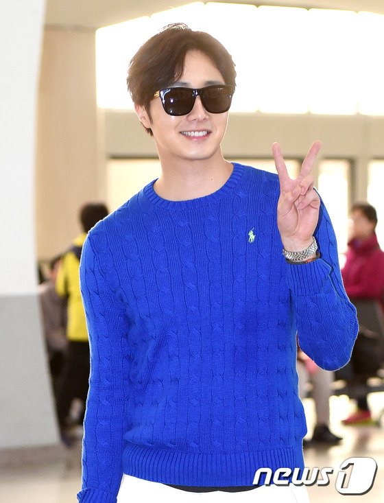 2015 5 Jung Il-woo at the airport in route to Jeju Island for Kwave Photo Shoot 14