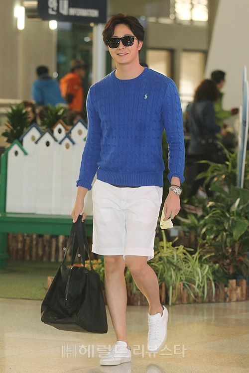 2015 5 Jung Il-woo at the airport in route to Jeju Island for Kwave Photo Shoot 5