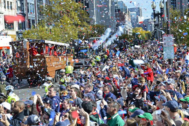 2018 10 31 Boston Red Sox Parade Cr. Boston.curved.com