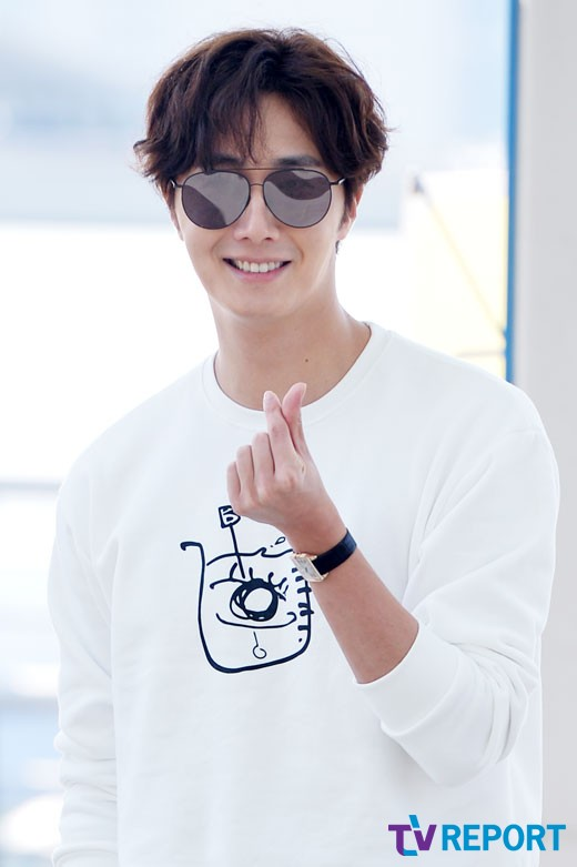 2015 09 15 Jung Il-woo at the airport in reute to the 20th Anniversary of Joy and Peace in Shanghai, China. 8