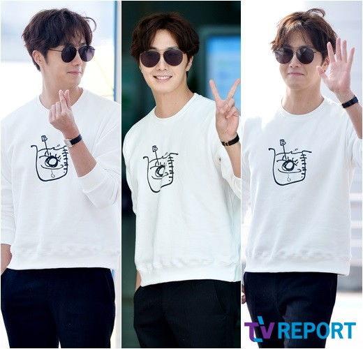 2015 09 15 Jung Il-woo at the airport in reute to the 20th Anniversary of Joy and Peace in Shanghai, China. 9