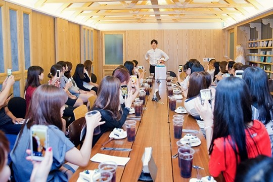 2015 9 4 Jung Il-woo celebrates his birthday baking with fans. Cr. jungilwoo.com:Starcast 3.jpg