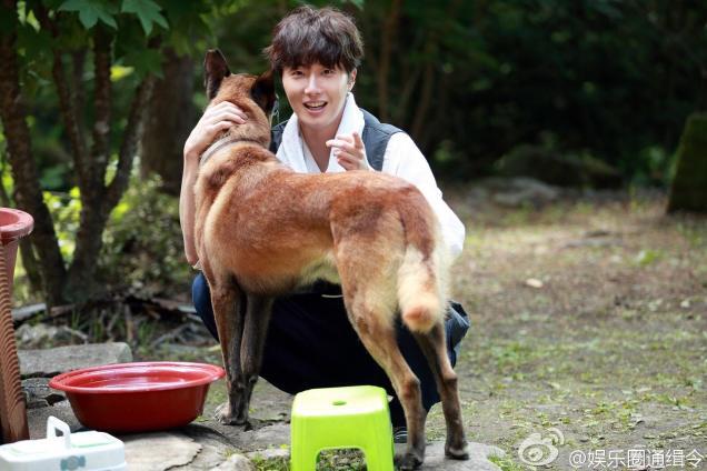 2015 Jung Il-woo in High End Crush BTS Cr. SOHU TV 1254.jpg