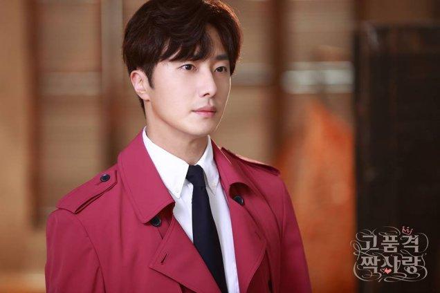 2015 Jung Il-woo in High End Crush Magenta Overcoat Cr. SOHU TV Xtra 6.jpg