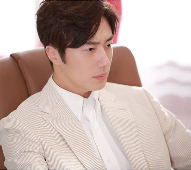 2015 Jung Il-woo in High End Crush Xtras Cr. SOHU TV3.jpg