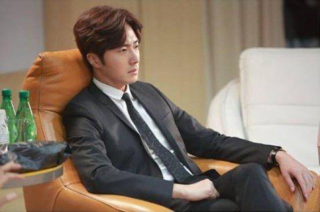 2015 Jung Il-woo in High End Crush Xtras Cr. SOHU TV5.jpg