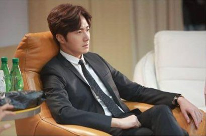 2015 Jung Il-woo in High End Crush Xtras Cr. SOHU TV5