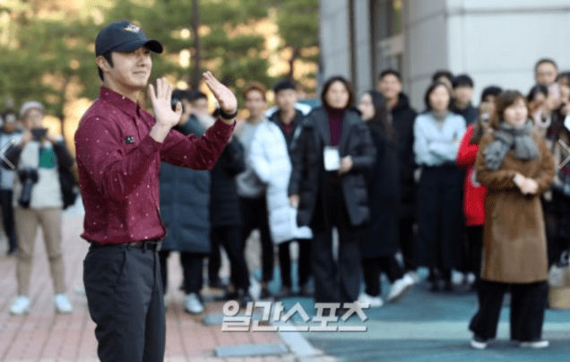 2018 11 30 Jung Il-woo on his military discharge day. 25
