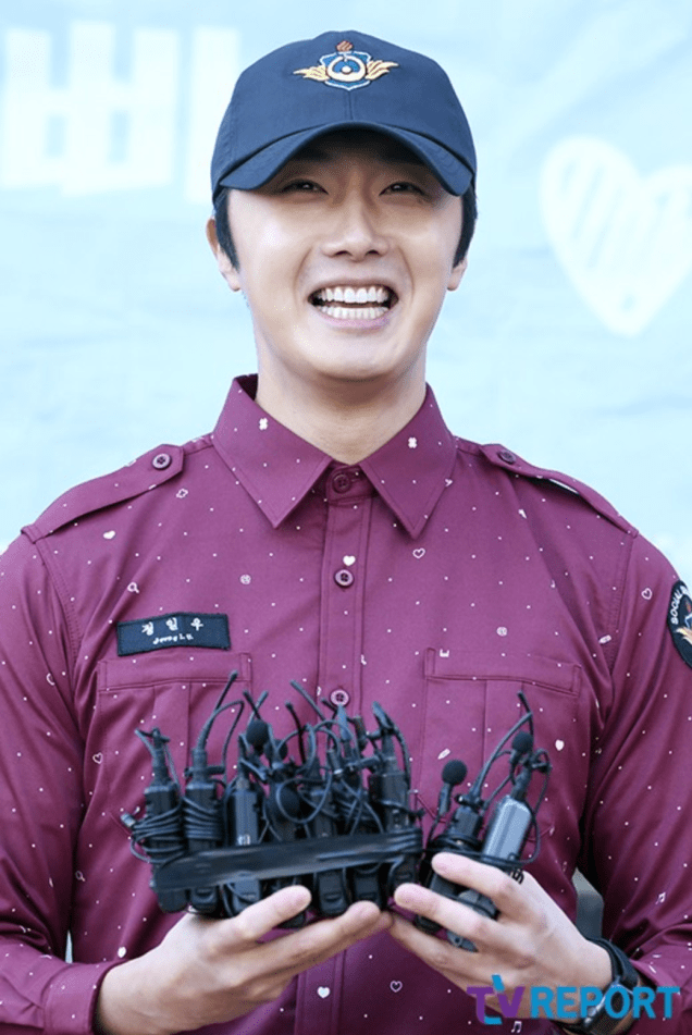 2018 11 30 Jung Il-woo on his military discharge day. 8