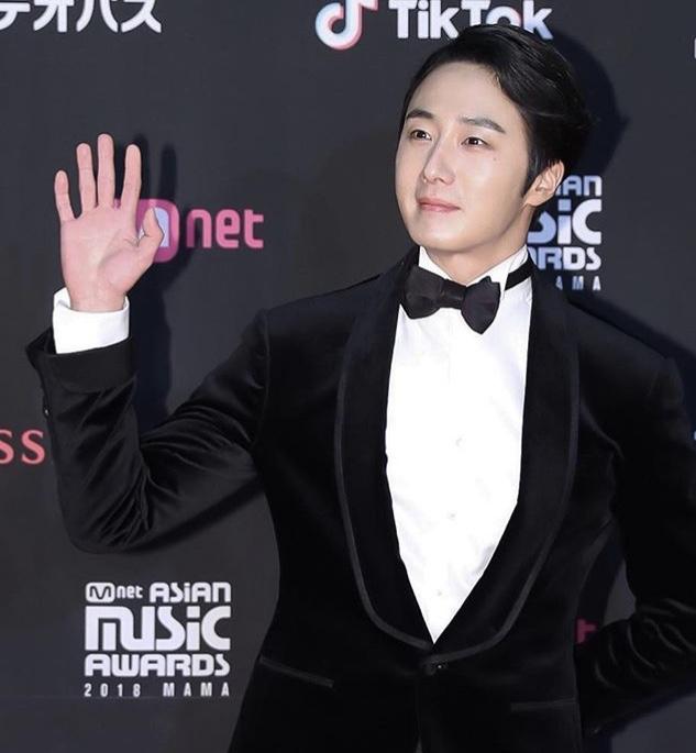 2018 12 12 Jung Il-woo at the MAMA Awards. Cr. Mnet Edits Fan1316