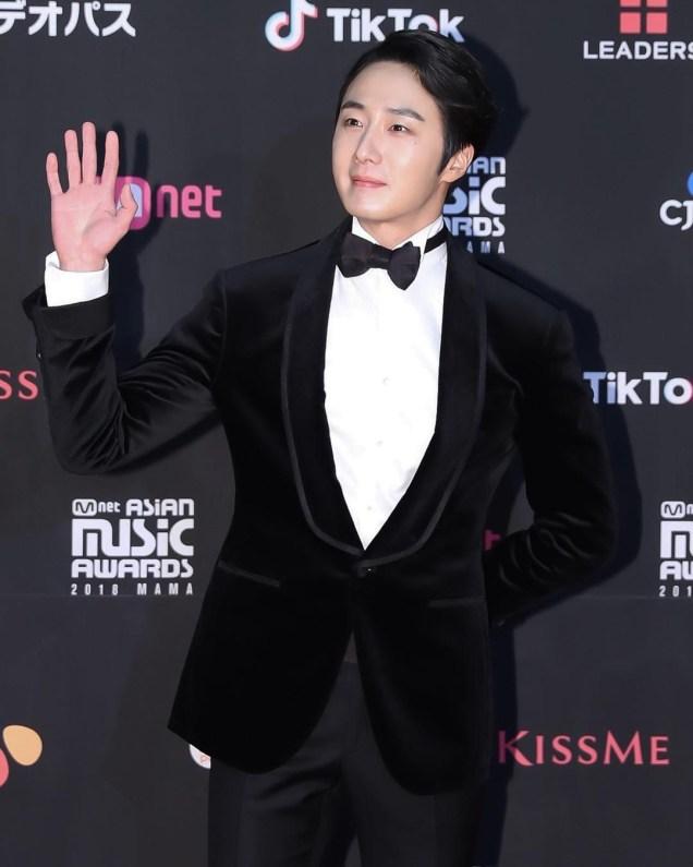2018 12 12 Jung Il-woo at the MAMA Awards. Cr. Mnet Edits Fan1317