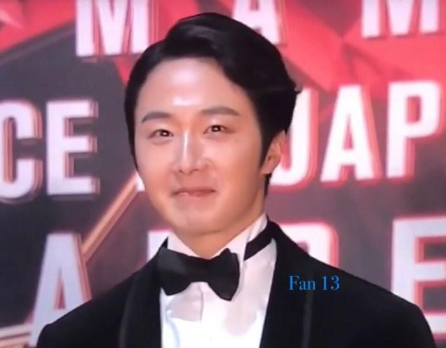 2018 12 12 Jung Il-woo at the MAMA Awards. Cr. Mnet Edits Fan133