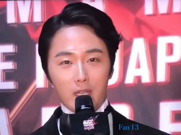 2018 12 12 Jung Il-woo at the MAMA Awards. Cr. Mnet Edits Fan134