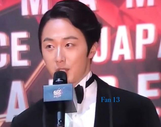 2018 12 12 Jung Il-woo at the MAMA Awards. Cr. Mnet Edits Fan136